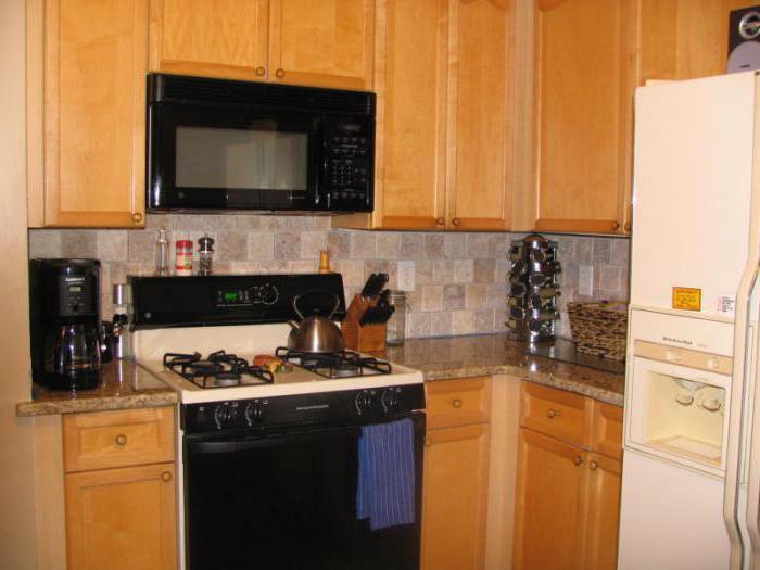 Холодильник и газовая плита на кухне: минимальное расстояние между техникой и советы по размещению