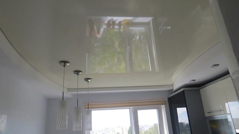 Натяжной потолок на кухне – гид по выбору и 30 фото в интерьере