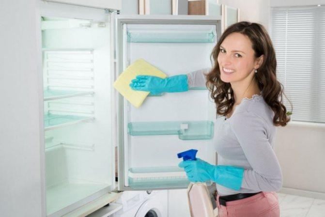 Как эффективно помыть холодильник