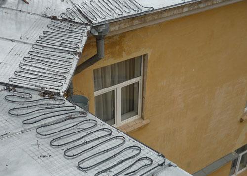 Обогрев крыши, кровли и водостоков: виды, устройство, правила монтажа