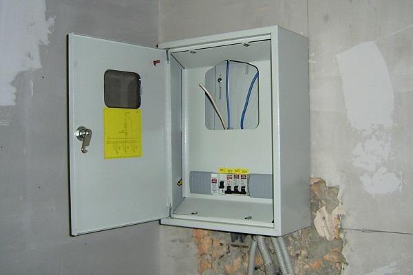 Ящик для счетчика электроэнергии в квартире — как выбрать и установить бокс для электросчетчика и автоматов
