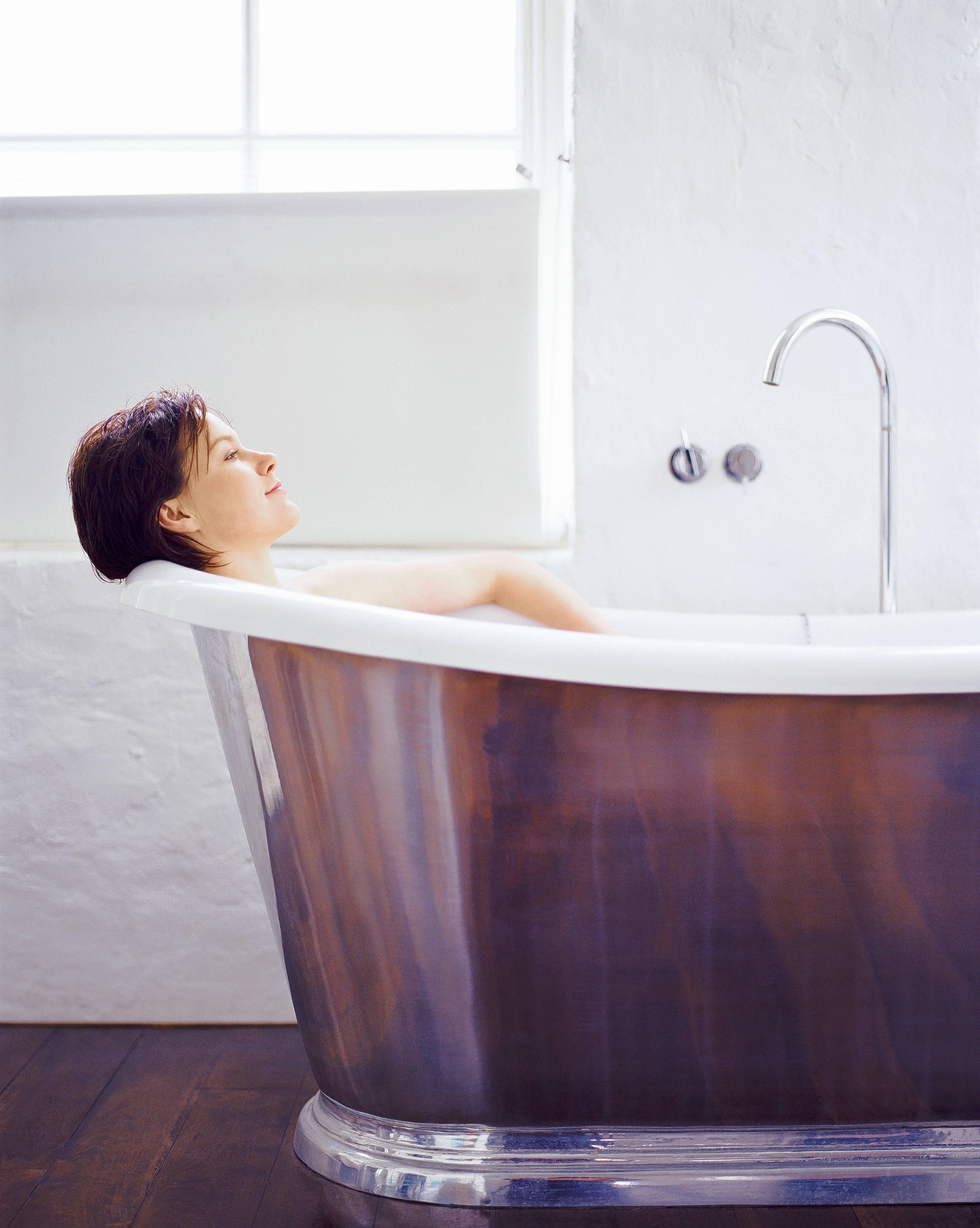 Компактная сидячая ванна: 5 вариантов установки