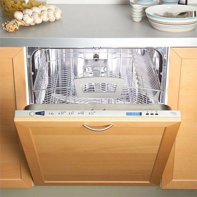 Как правильно выполнить первый запуск посудомоечной машины