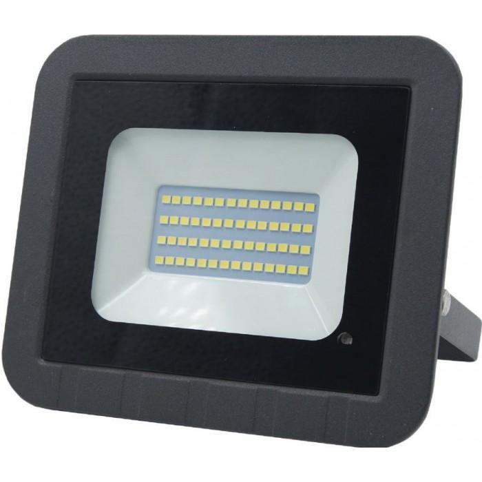 Обзор галогенных прожекторов на 150 вт и сравнение со светодиодными: вся суть
