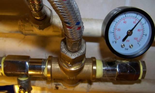 Давление воды в водопроводе - нормы, возможные причины отклонений, способы их устранения