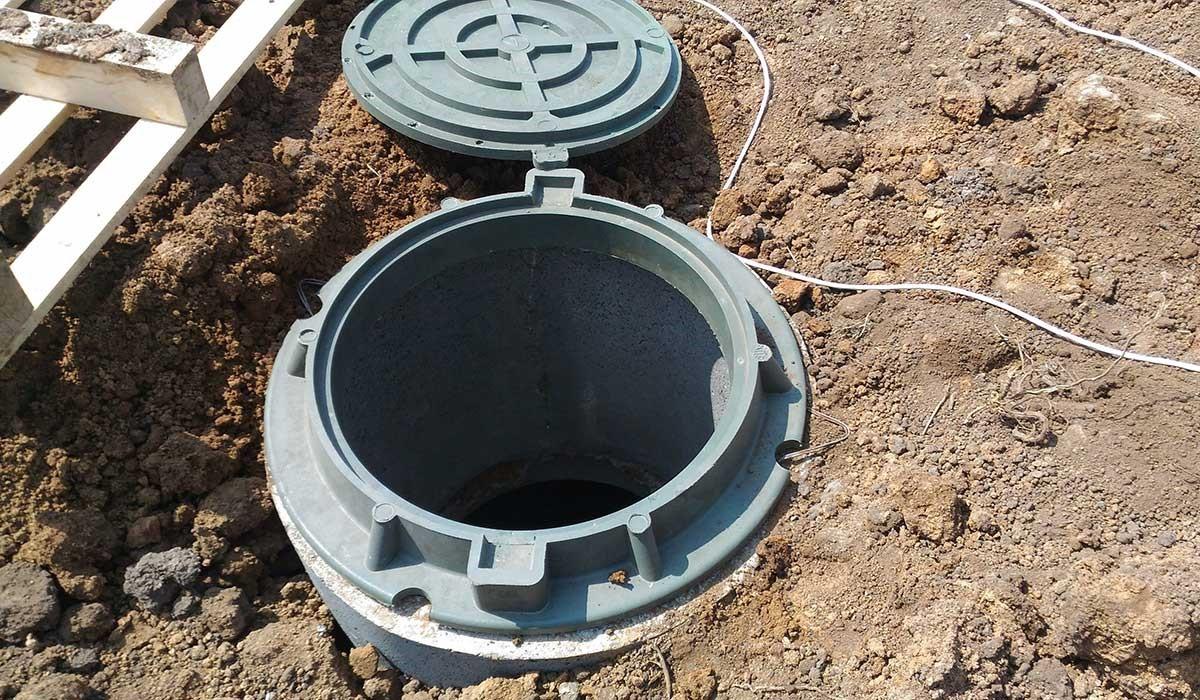 Установка колодцев канализации: монтаж своими руками и снип