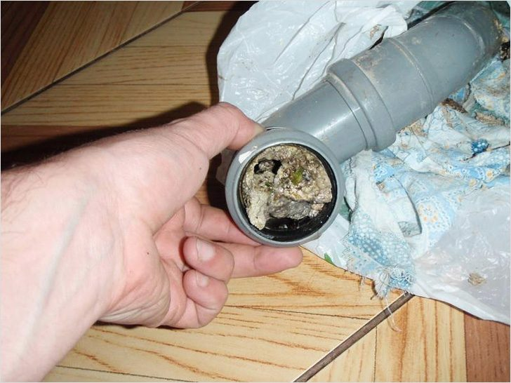 Как разъединить (демонтировать) чугунные канализационные трубы