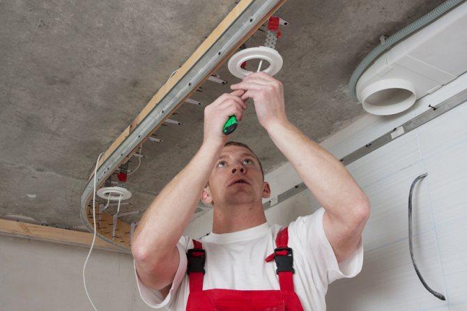 Как выбрать лампы для натяжных потолков