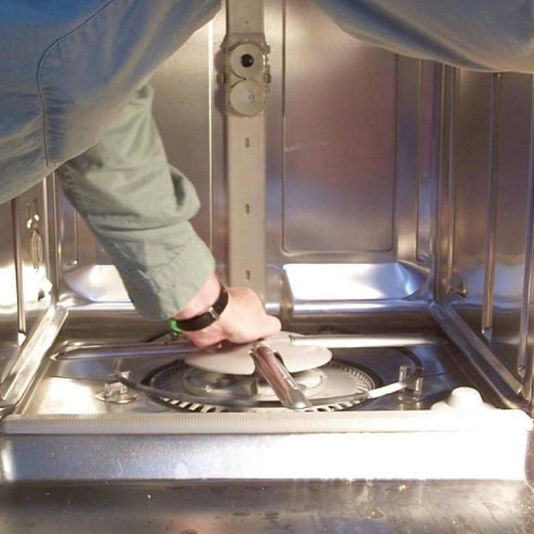 Протекает посудомоечная машина - что делать?