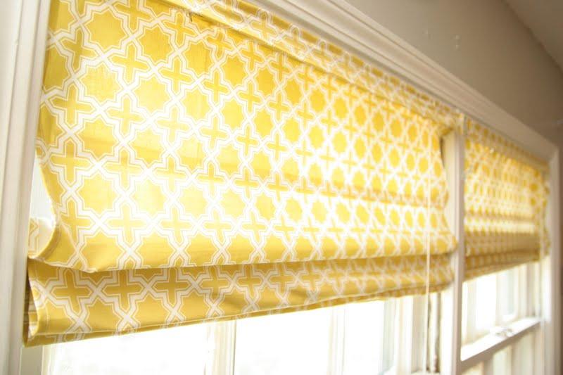 Декоративные шторы на балконе: новое оформление в новом году