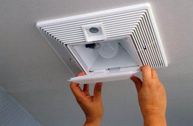 Как сделать вентиляцию в туалете и ванной правильно: своими руками установить и подключить принудительную вытяжку по схеме и элементы системы в частном доме