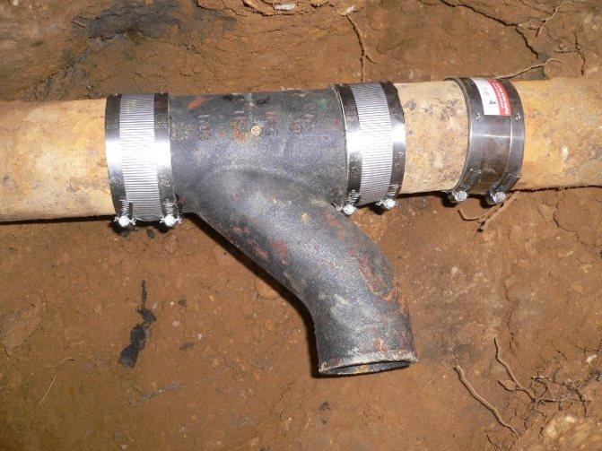 Переход с чугуна на пластик: способы соединения труб