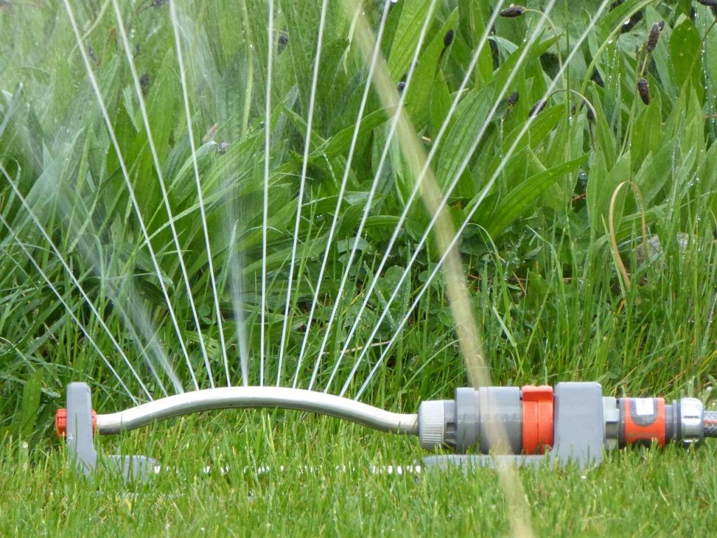 Какие трубы выбрать для полива огорода: обзор материалов