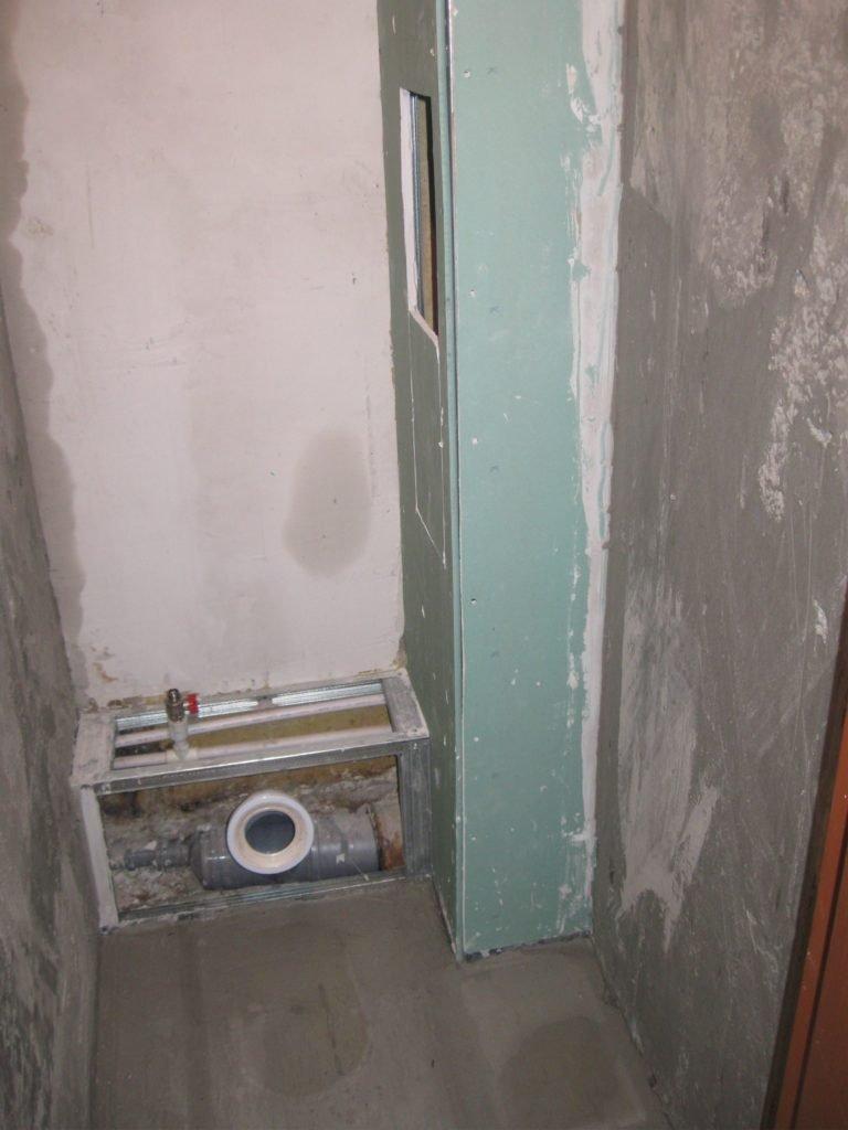 Секреты монтажа труб в ванной без заделки в стену: 50 фото и 2 видео