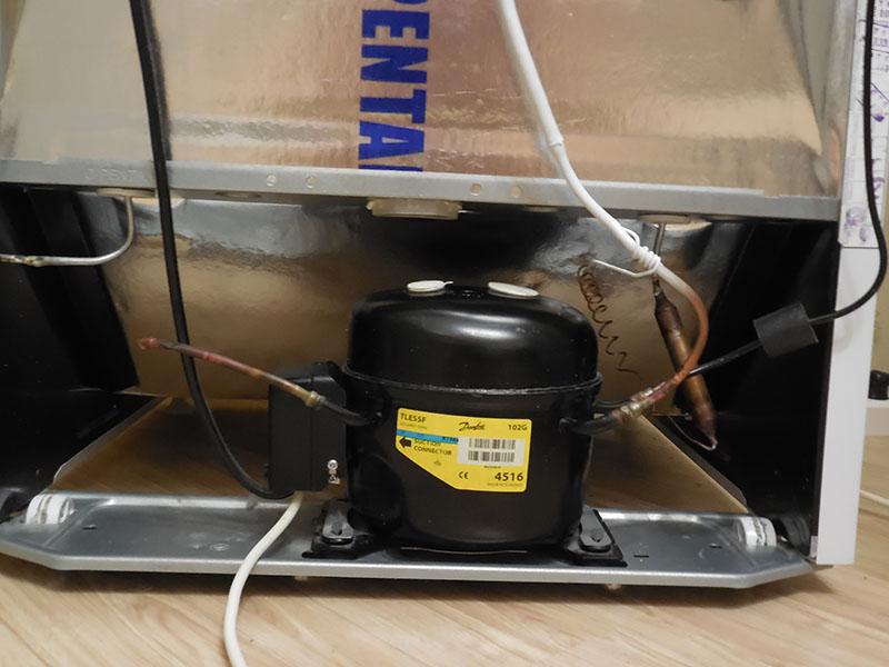 Должен ли быть горячим компрессор холодильника?