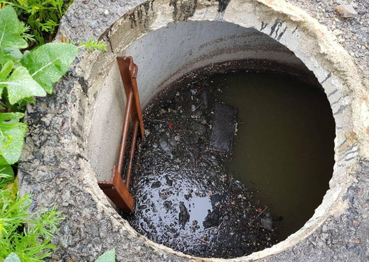 Не уходит вода из выгребной ямы: причины, способы борьбы и профилактические меры