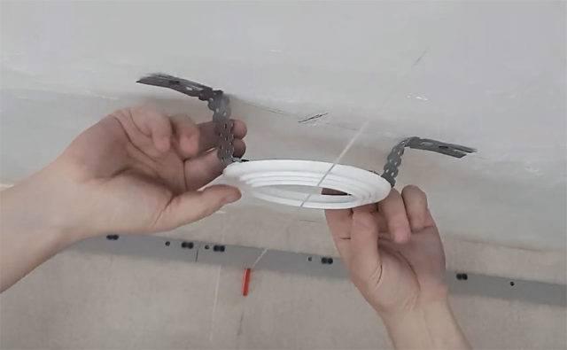 Установка точечных светильников в натяжной потолок своими руками: пошаговая инструкция по монтажу