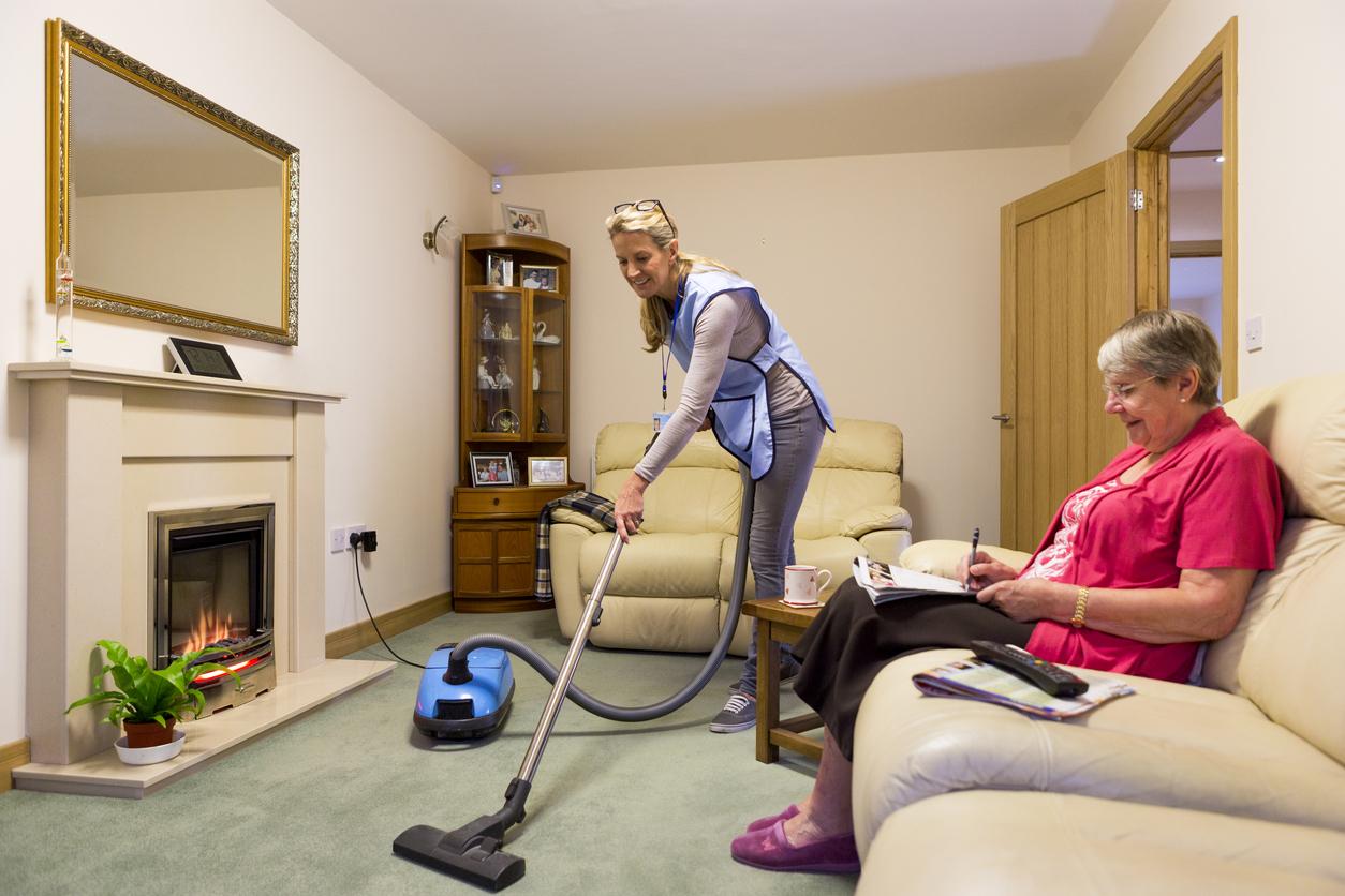 Уход за пожилыми людьми: правила, требования, варианты и услуги по уходу за престарелыми