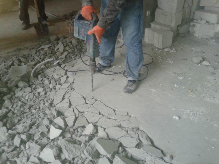 Демонтаж старой стяжки: снятие бетонной и цементной стяжки, как снять с большой площади