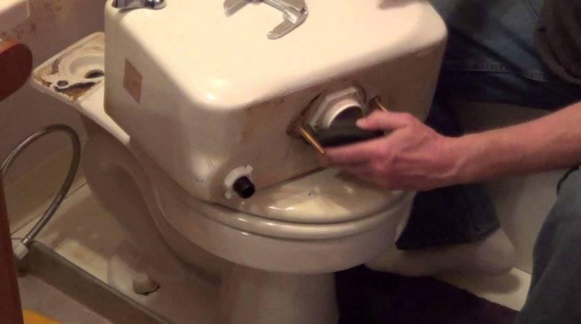 Что делать, если течет вода в унитазе инструкция- обзор видео