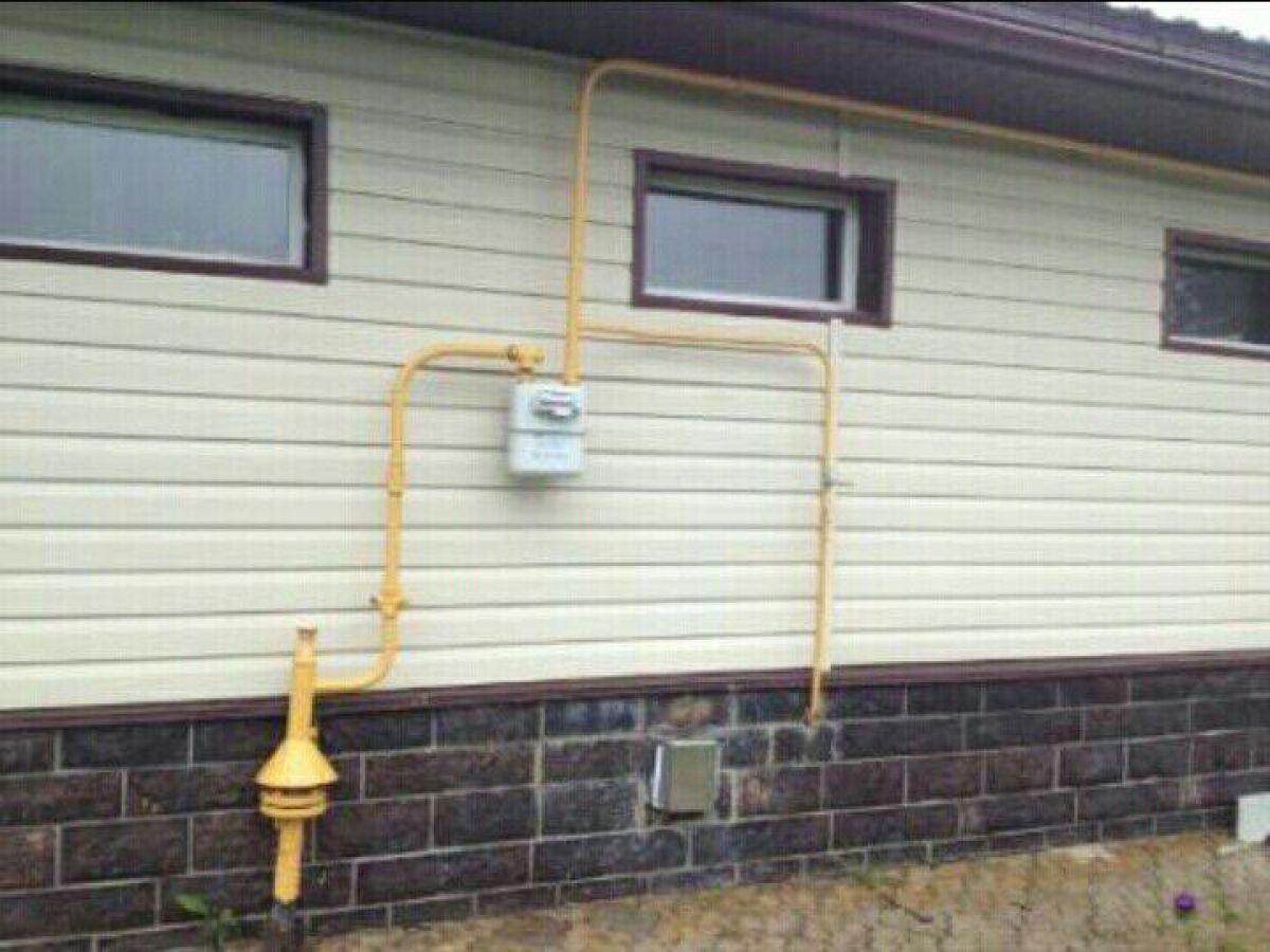 Как можно спрятать газовую трубу на кухне и не нарушить нормативные требования