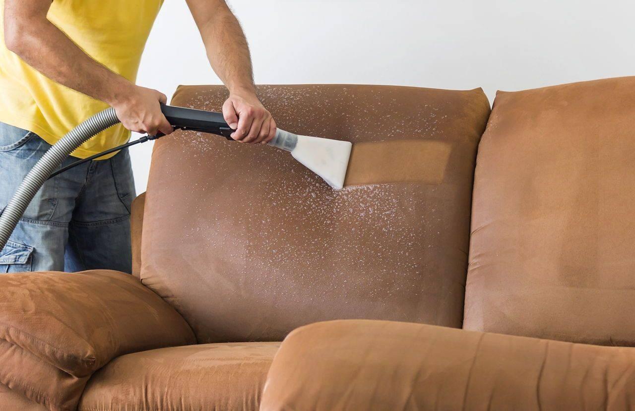 Химчистка мебели, необходимые инструменты и используемые средства