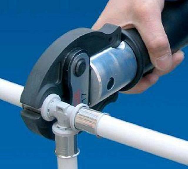 Как соединить пластиковые трубы без пайки с применением фитингов, муфт, фланцев или клея