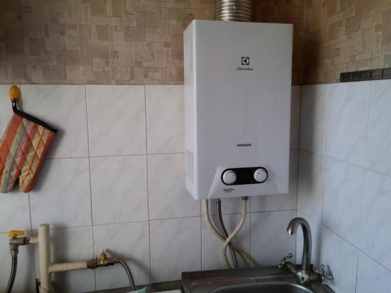 Слабый напор воды в квартире: что делать, как отрегулировать горячую в кране?