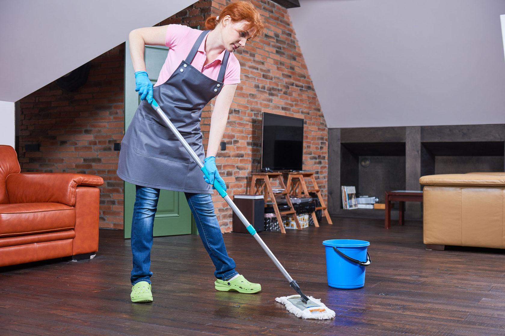Почему бабушки запрещают мыть полы вечером или на ночь?