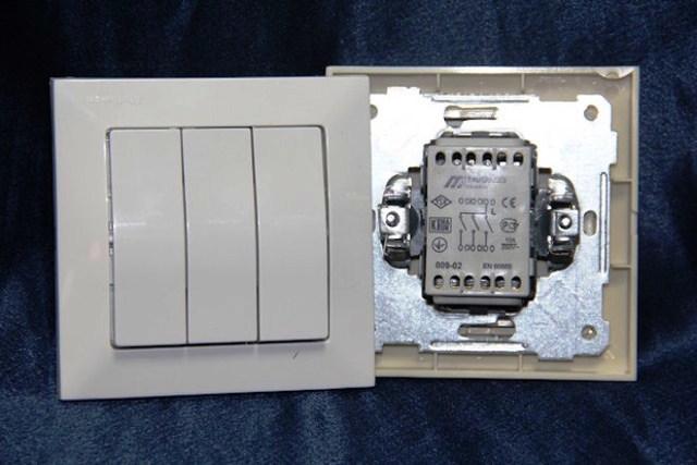 Трехклавишный выключатель: фото-обзор современных моделей, инструкция по их подключению и советы по монтажу. лучшее пошаговое руководство от мастеров!