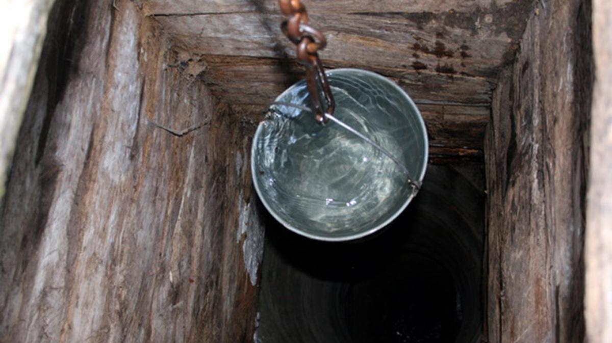 Что делать, если вода в колодце пахнет болотом?