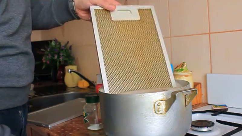Как почистить вытяжку (очистить, отмыть) от жира: решетку (фильтр)