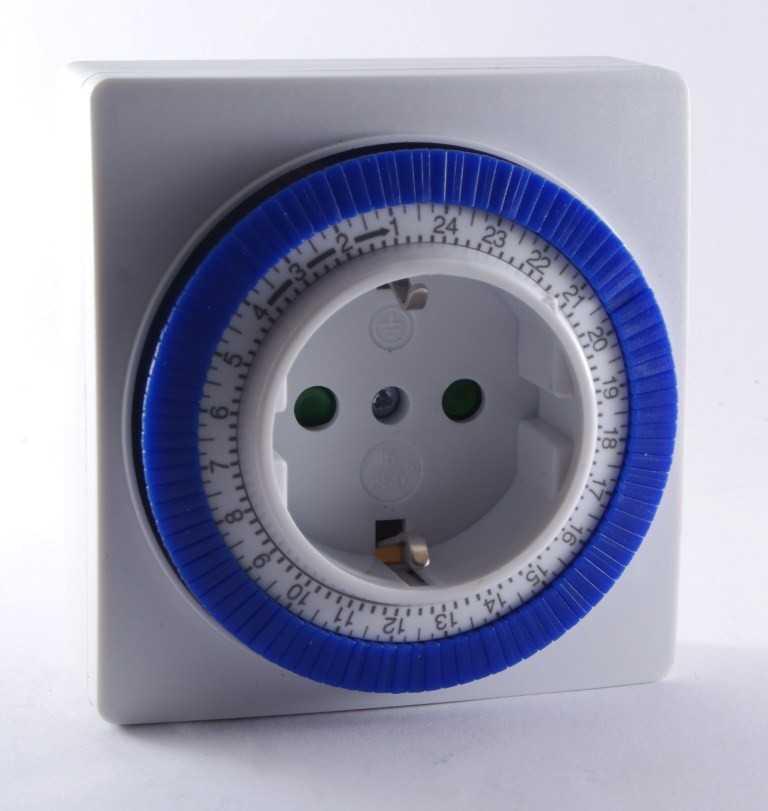 Розетка с таймером: разновидности с электрическим и механическим таймером + инструкция