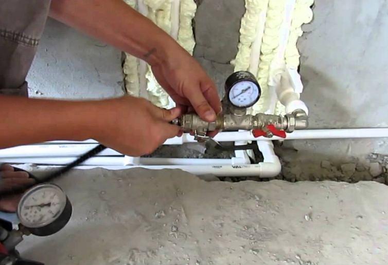 Опрессовыватель системы отопления: как проводится опрессовка под давлением перед отопительным сезоном