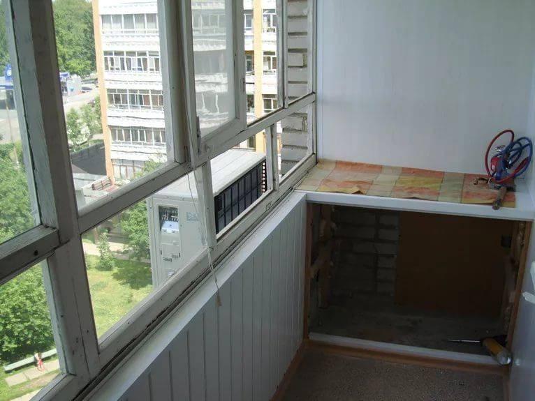Установка кондиционера на балконе с остеклением: можно ли, пошаговая инструкция, монтаж