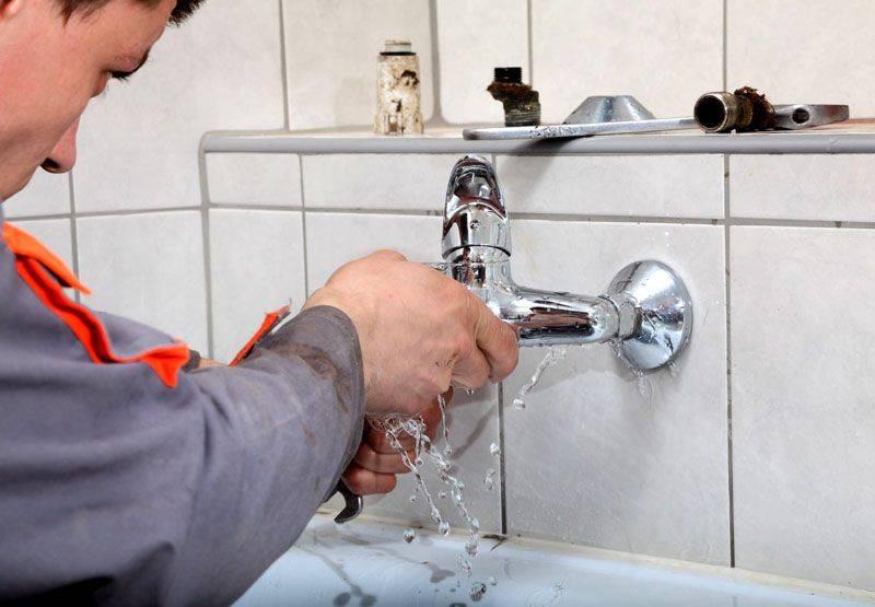 Капает кран в ванной: как починить и устранить течь