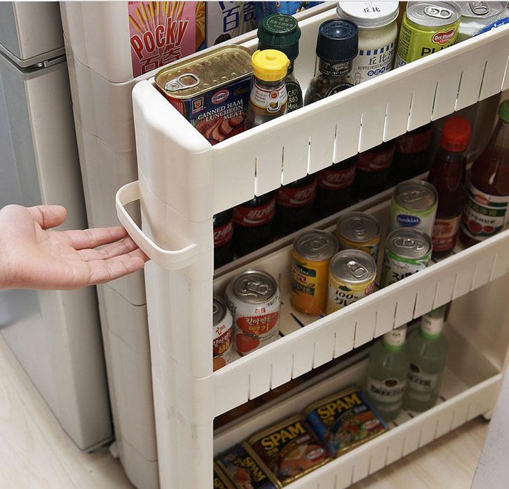 Полки в проёме между холодильником и стеной
