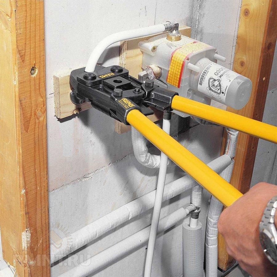 Правила ремонта металлопластиковых труб своими руками