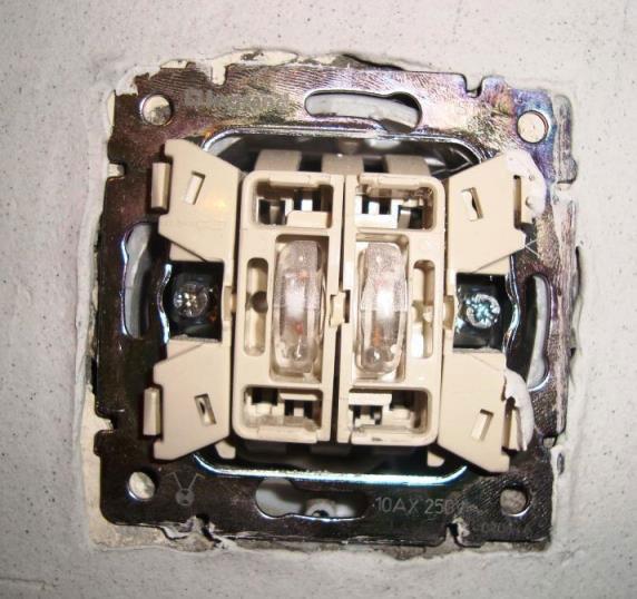 Может ли проводиться замена одноклавишного или двухклавишного выключателя света в квартире: советы электриков