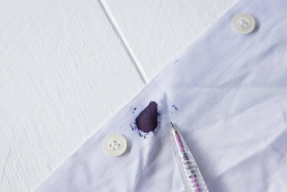 Как я легко вывожу следы от ручки с рубашки, используя лак для волос