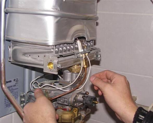 Почему возникает проблема плохого напора горячей воды из газовой колонки и как ее решить?