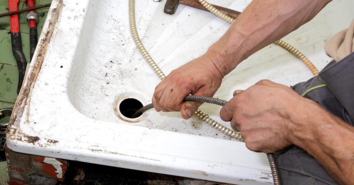 Как прочистить засор в раковине: эффективные способы с подробной инструкцией