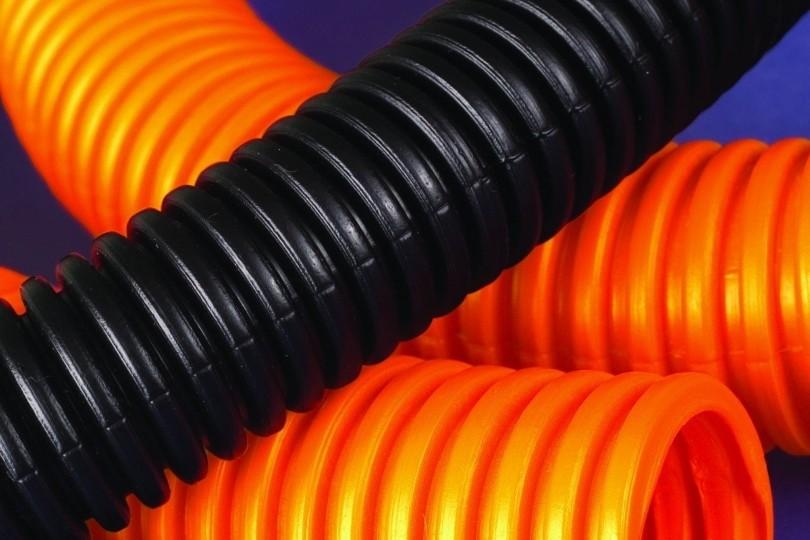 Прокладка кабеля в гофротрубе