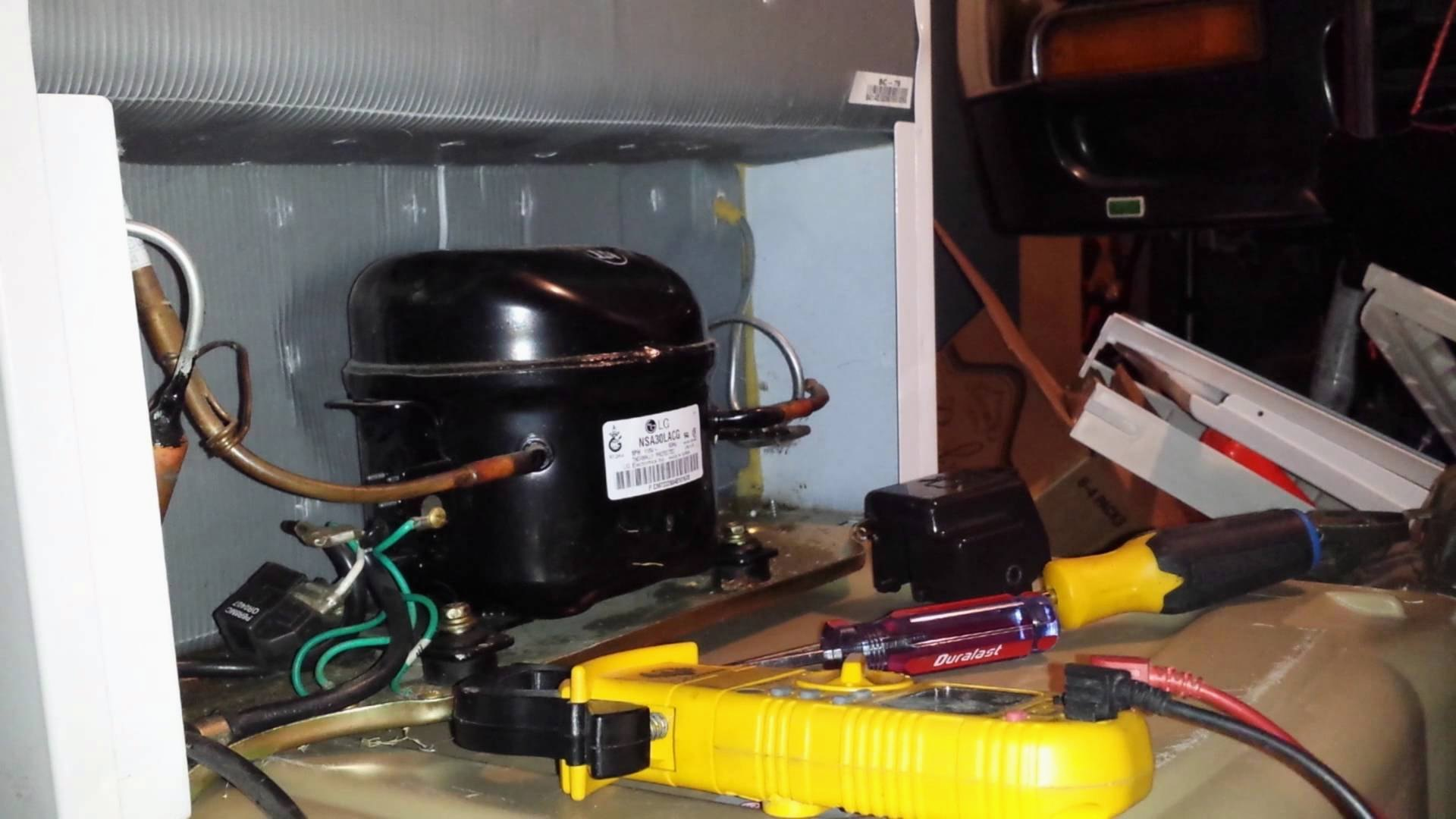 Что делать, если не включается холодильник: основные причины, полезные советы