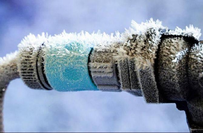 Как избежать замерзания воды в трубах зимой