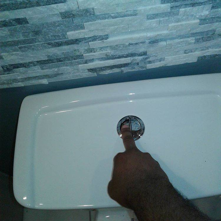 Ремонт бачка унитаза: не смывает, вода течет, перелив бака, протечка при смыве