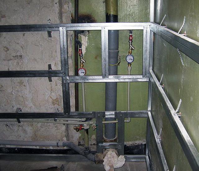 Пластиковый короб для труб в туалете и ванной: преимущества и недостатки, монтаж