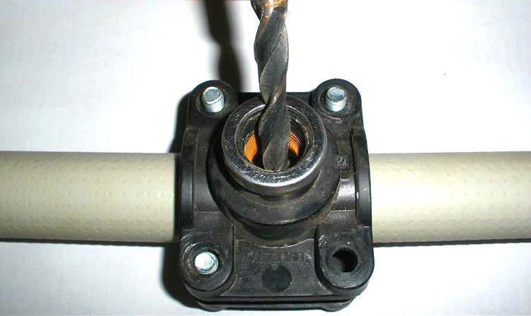 Врезка в пнд трубу: варианты проведения процедуры под давлением и без напора, использование клапана, как работать с водопроводными приспособлениями?