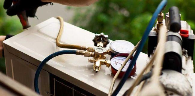 Как снять кондиционер самому: спустить фреон, демонтировать наружный и внутренний блок