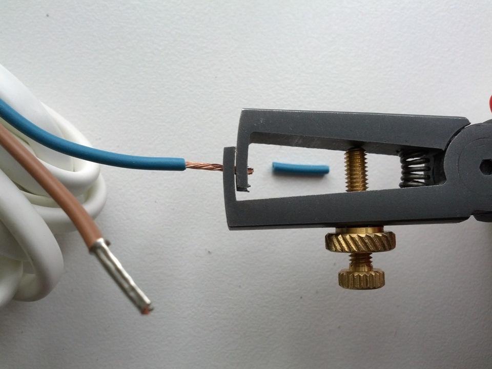 Зачистка проводов от изоляции: способы и специфика удаления изоляции с кабелей и проводов